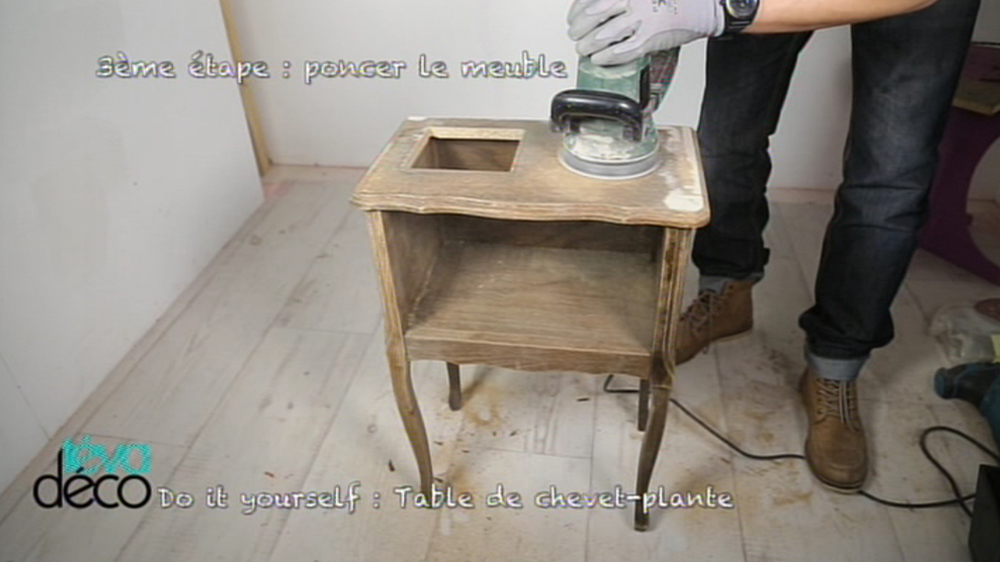 Diy table de chevet plante for Table de chevet original
